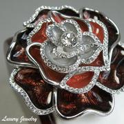 """П-1386. Яркая красивая брошь """"Red Rose"""". Ювелирный сплав под серебро, кани Сваровски, эмали. Диаметр- 5.5см."""
