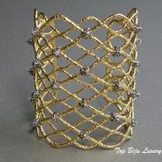 П-972. Широкий кафф-браслет от Алексиса Биттара. Ручная работа! Декор кристаллами Сваровски, позолота 22К. Ширина 7.5см. Также в наличии в темном меттале с чернением. Клеймо дизайнера.ПОВТОР ПОД ЗАКАЗ