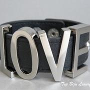"""П-1180. Стильный кожаный браслет """"Love """" от американской компании BCBG. Ювелирный сплав под серебро, браслет на кнопках."""