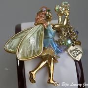 """П-1331. Брошь """"Dance with Fairy"""" от американской компании Kirks Folly (описание марки в разделе Имена). Размер- 6х4см,позолота 22К, цветная эмаль, австрийские хрустальные чармы-подвески 10шт, камни Сваровски"""