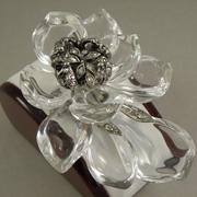 """П-1454. Брошь """"Jardin Magnolia"""" от вcемирно известного ювелира Alexis Bittar. Ювелирный сплав с родием, люцит, камни Swarovski. Полностью ручная работа, клеймо дизайнера."""