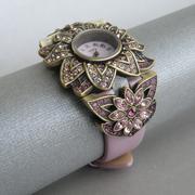 """П-1325.Часы """"Sparkling Luminescence"""" от дизайнера Хэйди Даус. Бронзированный сплав, декор CRYSTALLIZED™-Swarovski Elements. Кварцевый механизм, цифербрал из нат. перламутра, ремешок-натуральная кожа. Ручная работа, авторский дизайн"""