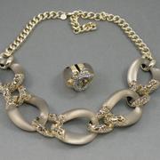 П-1412. Колье и кольцо полностью ручной работы от Алекса Биттара, знаменитого во всем мире своими украшения из люцита.
