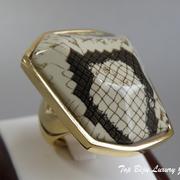 """П-1092. Кольцо """"Питон"""" от американского дизайнера Кеннет Джей Лэйна. Позолота 24К, вставка из керамики со змеинным принтом. Маркировка дизайнера, ручная работа п-во США. ПОВТОР ПОД ЗАКАЗ"""