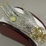 """П-1465. Брошь """"Mystere Hand"""" от вcемирно известного ювелира Alexis Bittar. Позолота 24К, драгоценные камни, люцит, камни Swarovski. Полностью ручная работа, клеймо дизайнера."""