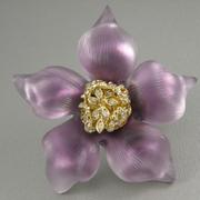 """П-1480pink. Брошь """"Pink Crocus"""" от вcемирно известного ювелира Alexis Bittar. Позолота 24К, переливающийся люцит, камни Swarovski. Диаметр 8.3см. Полностью ручная работа, клеймо дизайнера."""