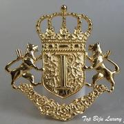 """П-1249. Американская дизайнерская брошь """"Геральдика"""" от Иванны Трамп. Лев, корона, щит являются символами силы, могущества и великодушия. Ювелирный сплав под золото, размер-6х5.5см, клеймо дизайнера, подарочная упаковка."""