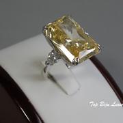 П-985. Дизайнерское кольцо с фианитами. В обрамлении серебро 925 с родием 0.25микрон, общий вес камней 24карата.
