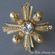 """П-886.-кулон """"Мальтийский крест"""" от американского дизайнера Роберта Грациано. Изящный и стильный дизайн, ювелирный сплав с позолотой, кремовые жемчужины, камни Сваровски, ценральный камень в алмазной огранке."""