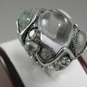 П-1460.Коктейльное кольцо из новой коллекции весна-лето 2014 от вcемирно известного ювелира Alexis Bittar. Декор натуральными полудрагоценными камнями аквамарина, лабрадорита, кварца. Полностью ручная работа, клеймо дизайнера.