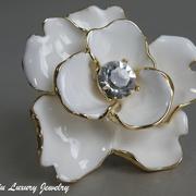 """П-1124. Кольцо """"White Flower"""" от Кеннет Лэйна. Позолота 24К, декор эмалью,камнями Сваровски, ручная работа. В наличии разные цвета."""