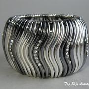 П-988. Дизайнерсkий стретчевый браслет на любое запястье. Ювелирный сплав, декор кристаллами Сваровски.