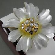 """П-1452. Брошь """"Flora"""" от вcемирно известного ювелира Alexis Bittar. Позолота 24К, драгоценные камни, люцит, камни Swarovski. Полностью ручная работа, клеймо дизайнера."""