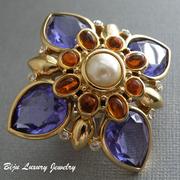 """П-937.Брошь-кулон """"Purple Cross"""" от американского дизайнера Джоан Риверс. Ювелирный сплав под золото, декор хрустальными граненными кристаллами, камнями Сваровски. Диаметр-6см, маркировка дизайнера."""