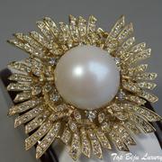"""П-1505. Дизайнерская брошь """"Sunshine"""" от американского ювелира Кеннет Джей Лэйна, лимитированная коллекция( инфо в разделе ИМЕНА). Ювелирный сплав с позолотой 24К, сверкающие фианиты, диаметр 6.5см. Клеймо дизайнера."""