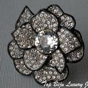 """П-870. Шикарная брошь """"Magnolia"""" от Кеннет Лэйна. Двухуровневая, ювелирный сплав содержащий серебро, родиумное покрытие, эмаль по контурy, камни Сваровски. Диаметр 5см."""