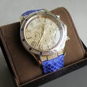 П-1491.Женские наручные часы от американского дизайнера . Кварцевый механизм, браслет выполнен из кожи, декор камнями Сваровски.