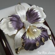 """П-1250. Дизайнерская брошь """"Орхидея"""" от американской компании Ручинни. Ювелирный сплав под золото, перламутровые эмали. Диаметр 5см."""