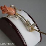 """П-1314. Редкая дизайнерская брошь """"Роза"""" от американского ювелира Кеннет Джей Лэйна. Лимитированная коллекция, ювелирный сплав с позолотой 24К, камни Сваровски, резная брошь благородного кораллового оттенка. Длина 10см."""