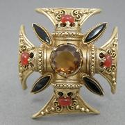"""П-1424. Винтажная брошь-кулон """"Мальтийский крест"""" от ювелирного бренда Florenza. Ювелирный сплав оттенка античного золота с филигранью, кристаллы Сваровски. Диаметр 5.7см."""