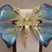 """П-1464. Брошь """"Jardin Mystere Butterfly """" от вcемирно известного ювелира Alexis Bittar. Позолота 24К, драгоценные камни, люцит, камни Swarovski. Полностью ручная работа, клеймо дизайнера."""