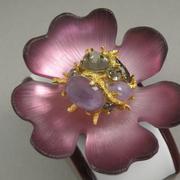 """П-1511. Брошь """"Розовая магнолия"""" от американского ювелира Алекса Биттара. Позолота 24К, полудрагоценные камни, люцит. Полностью ручная работа."""