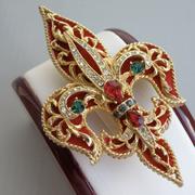 П-1534.  Kоллекционная брошь-кулон от американского бренда ART. Литая форма, декор красным бархатом, кристаллами. Идеальная сохранность.