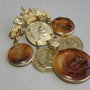 """П-1562. Винтажная геральдическая брошь """"Napoleon"""". Ювелирный сплав под античное золото, инталии и монеты с изображением Наполеона. Длина-10см, брошь легкая. Идеальная сохранность. П-во США."""
