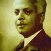Raphaël Elizé: Tierarzt und Politiker, wird 1929 zum ersten Schwarzen Bürgermeister Frankreichs ernannt. Während der Besatzungszeit arbeitet er für die Resistance, wird 1943 enttarnt, verhaftet und ins KZ Buchenwald verschleppt,wo er wenig später stirbt.