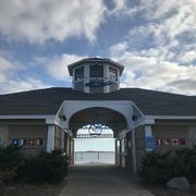 サマーシーズン限定で営業するらしい、海の家っぽい建物「KATCH」。