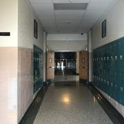 『トラスト・ミー』でマリアが彼氏に妊娠を告げる高校のシーンは、この1階の廊下で撮影されたはず。