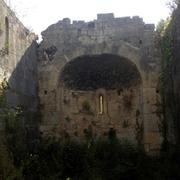 San Pietru : Fronton oriental et abside vus depuis l'intérieur de la nef (Patrimoniu - Haute-Corse)