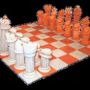 geschnitztes Schachspiel aus Kürbis und Zuckerrüben