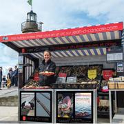 Jean d'Cancale - Panneaux comptoir du marché aux huîtres (photo V. Poncept - Frencheese communication)