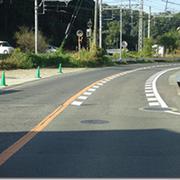 汐の宮町5番地 旧国道170号線 富田林市との境界 見通しが良くないカーブの道に速度を落とす表示