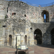 Schutz des Clifford's Tower in York durch Bird Free Gel: Turmanlage Innenansicht