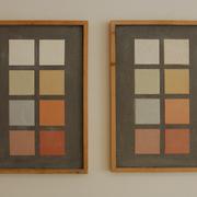 Maroton Lehm-Finishputz in neun Grundfarben, links als Feinputz, rechts als Steinputz für gröbere Strukturen