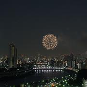 隅田川花火大会をマンションから望む