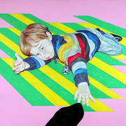 Spielendes Kind, 2017. (Farbstift / Vinylfarbe / Holz, 70 x 100 cm)