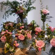 Créations de bouquets, bouquet de la mariée, boutonnière du marié...