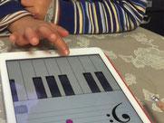 音符を読み、鍵盤を押す