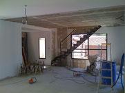 eclairage par suspension et spot dans le faux plafond d'une maison à marseille