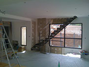 pose de spot led dans le faux plafond d'une maison neuve