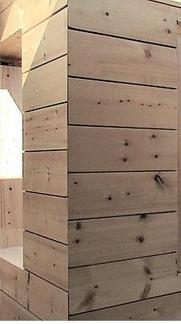 Dicke Lamellenbalken mit neuartiger Eckkonstruktion  für moderne Architektur