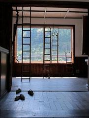 四万温泉旧第三小学校三階放送室