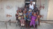 Kinder aus Meyingbé warten auf Schulbesuchsmöglichkeit