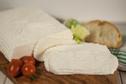 maremma misto mucca pecora formaggio caseificio toscano toscana spadi follonica forma intera tavolo tavola idea italiano origine latte italia baccellone fresco vacca bovino
