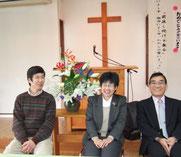 笑顔がとってもすてきなご夫妻(左、中央)