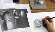 透明球の描写に励む参加者