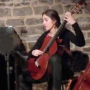 Oriane PARDON, professeur diplomée cours de guitare classique à LCJ Vaucresson, Garches, La Celle Saint Cloud, Bougival, Le Chesnay, Ville d'Avray
